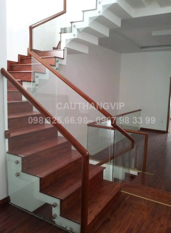 Cầu thang kính VIP K08