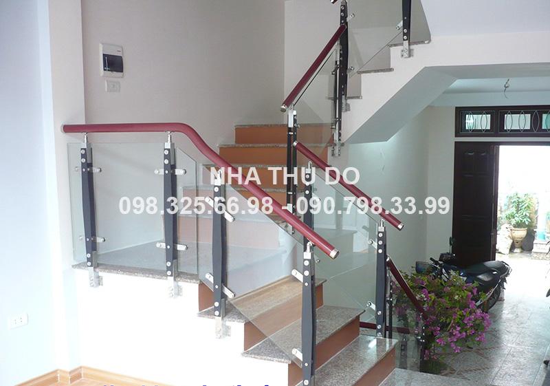 Cầu thang inox tay vịn nhựa
