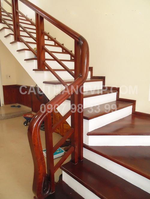 Cầu thang gỗ VIP G16