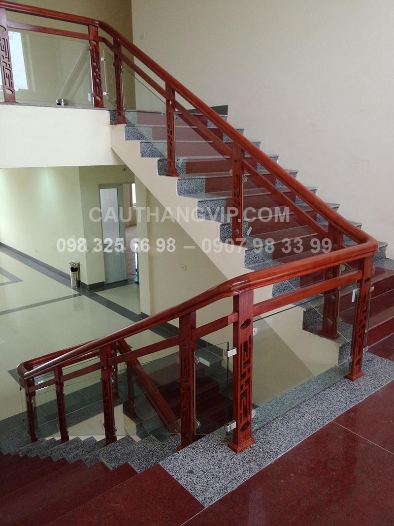 Cầu thang kính VIP K07