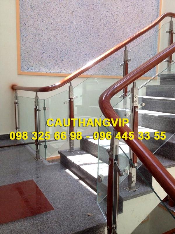 Cầu thang kính VIP K01